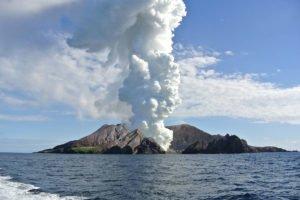 white-island-eruption-2